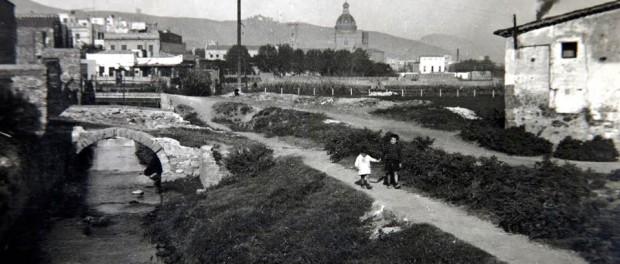 """""""El Rec Comtal al seu pas per la masia de Can Travé"""" Imatge propietat de la família Pinyol. Arxiu Pinyol."""