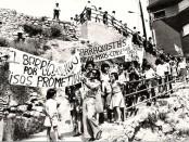Manifestació convocada per l'associació de veïns per aconseguir pisos al mateix barri. Barraques de Francisco Alegre. Barcelona, 13 de juny de 1976. Pere Monés.