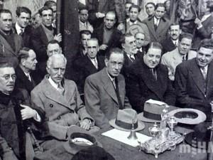 Jaume Aiguader junt amb el president Macià i altres polítics a l'acte d'inauguració de l'Escola Collaso Gil al carrer de Sant Pau de Barcelona, 6 de març de 1932 [ Museu d´Història de la Medicina de Catalunya (MHM) ]