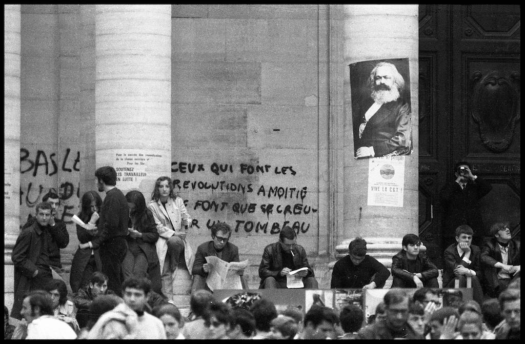 Maig de 1968, ocupació de la Sorbonne. Font: Phototheque du mouvement social. photheque.org