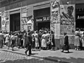 Cues per demanar aliments bàsics a Barcelona durant la Guerra Civil.  Autor: Brangulí, Arxiu Nacional de Catalunya.