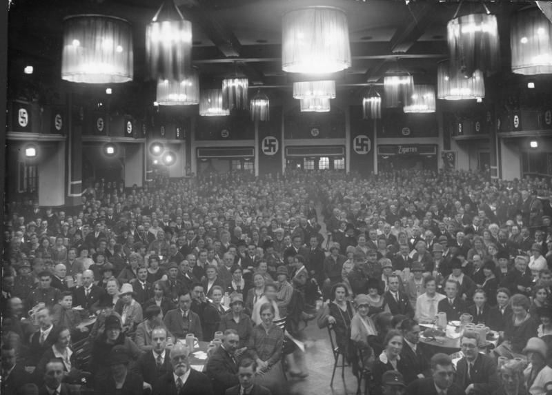 Assemblea de el Partit Nazi a la cerveseria Bürgerbräukeller, a Munic, l'any 1923.